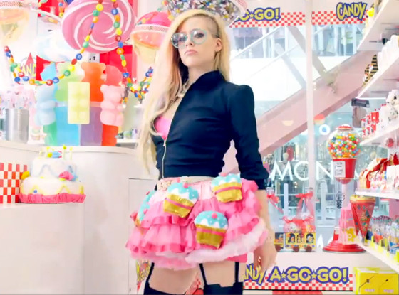 rs_560x415-140422132353-1024.Avril-Lavigne.ms_.042214_copy