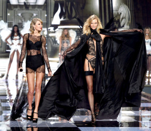 1417557356_taylor-swift-karlie-kloss-zoom
